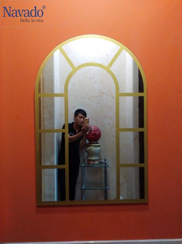 Gương cửa sổ vàng decor