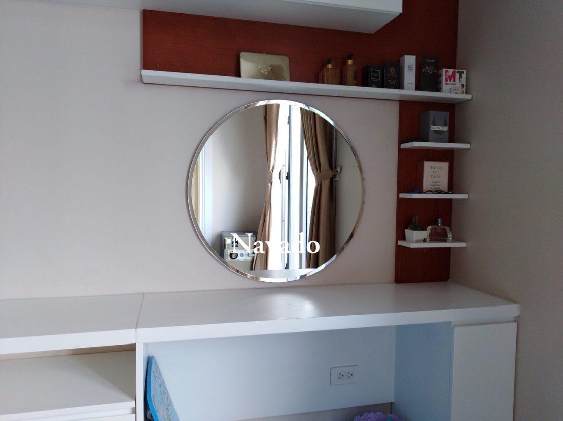 Gương tròn trang trí bàn trang điểm