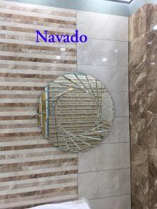 gương treo phòng tắm ấn tượng